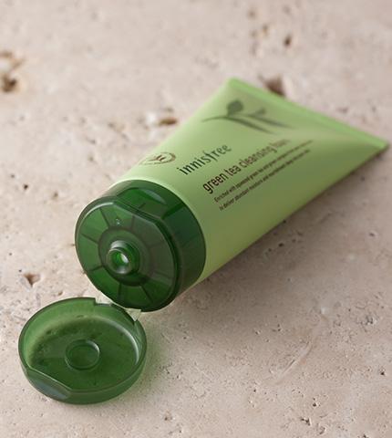 innisfree green tea cleansing foam-1